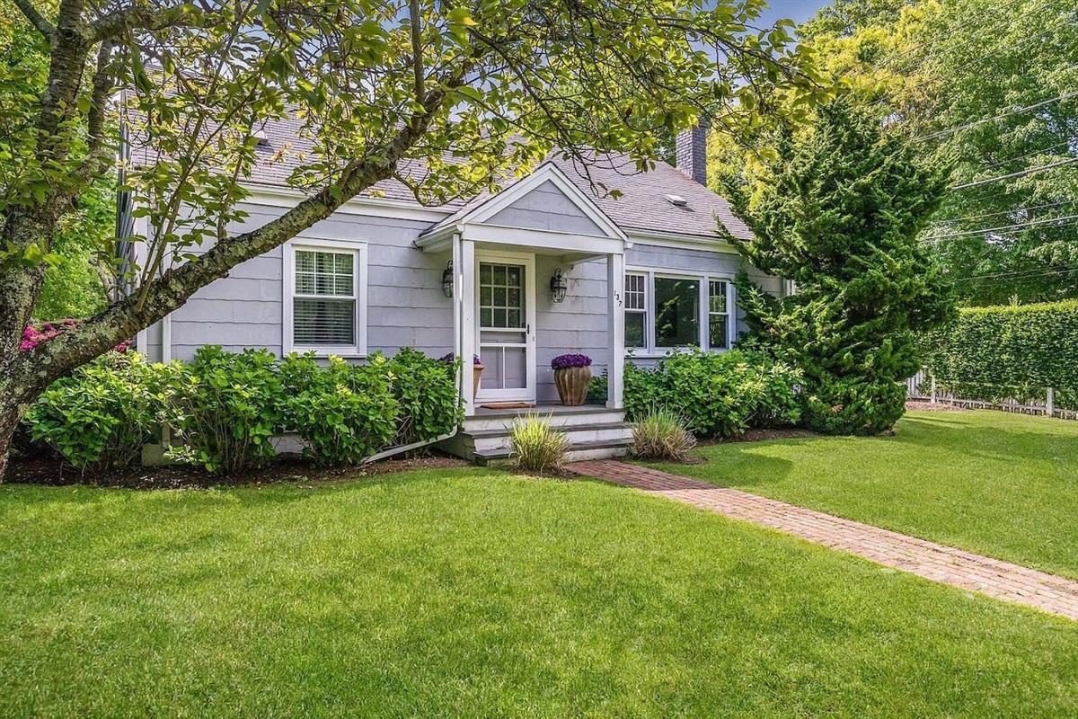 Cozy Cottage Appeal