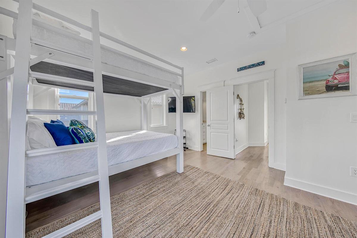 Bunk room - Queen beds