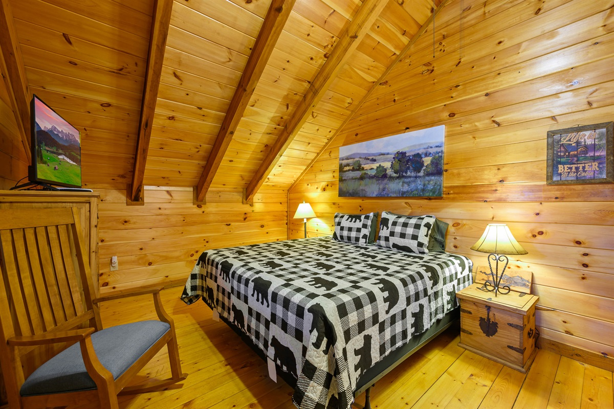 Upper Level King Bedroom w Private Screened Deck