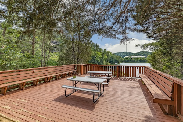 Large lower deck with lake view
