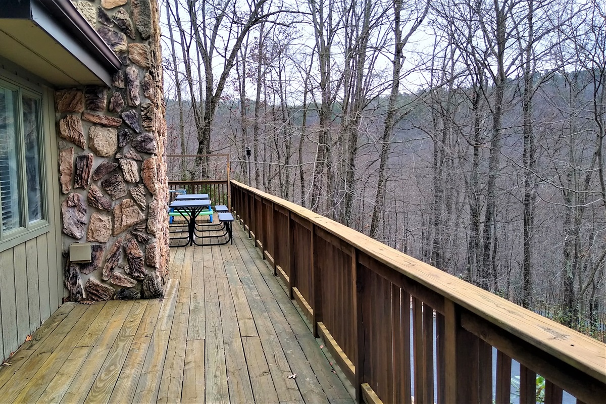 LONG Front Deck that stretches across whole house that faces slopes