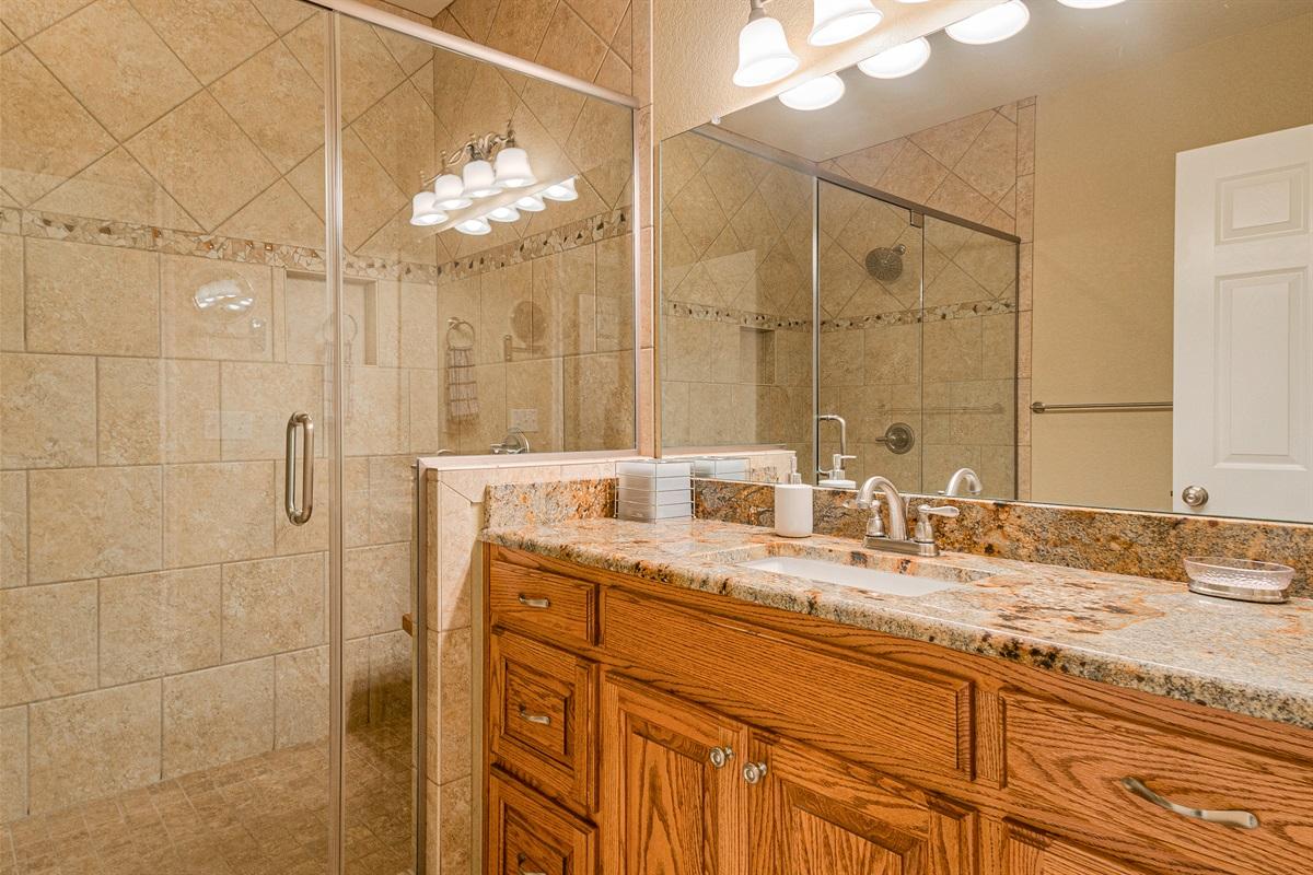 Bath 3 in Barn dominium (shower)