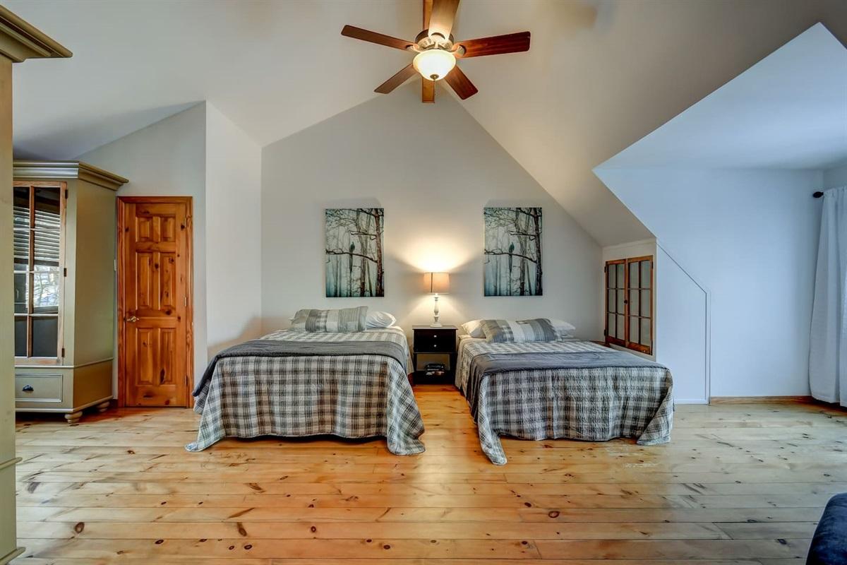Bedroom - Top of the line Queen Pillow Tops!