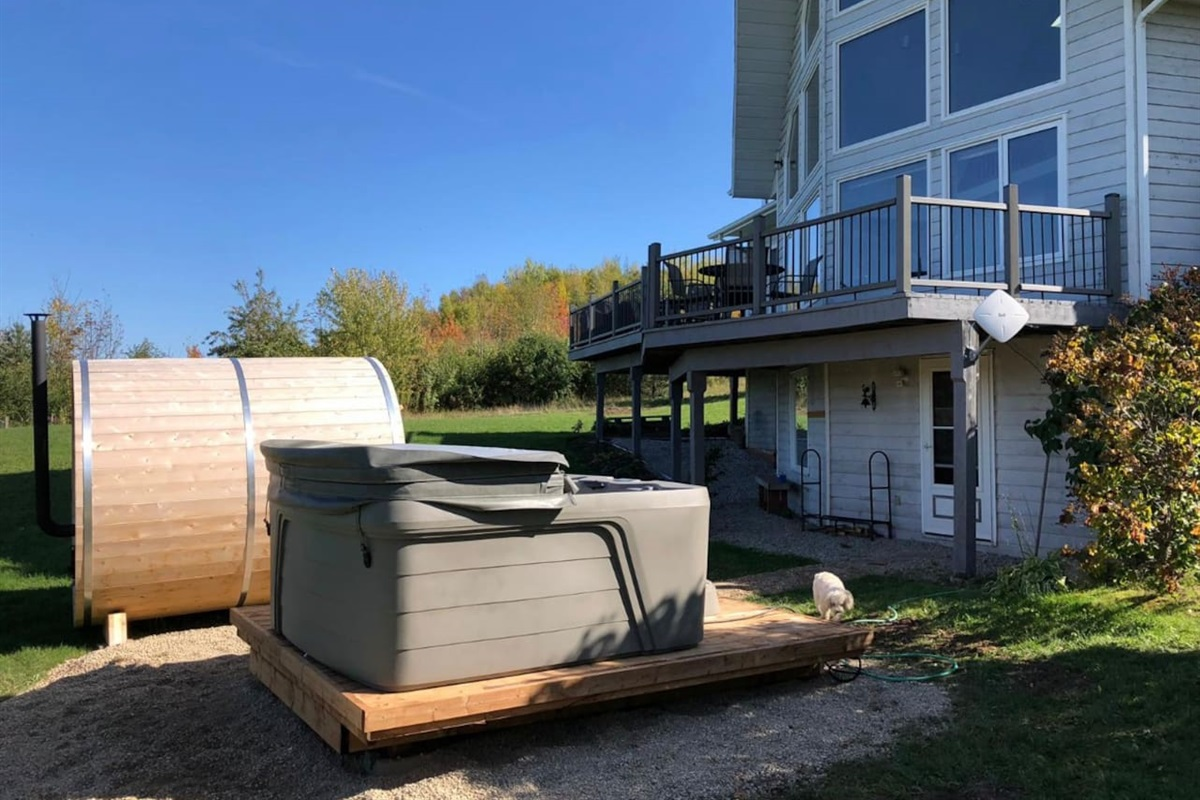 Hot tub and Sauna for your enjoyment!