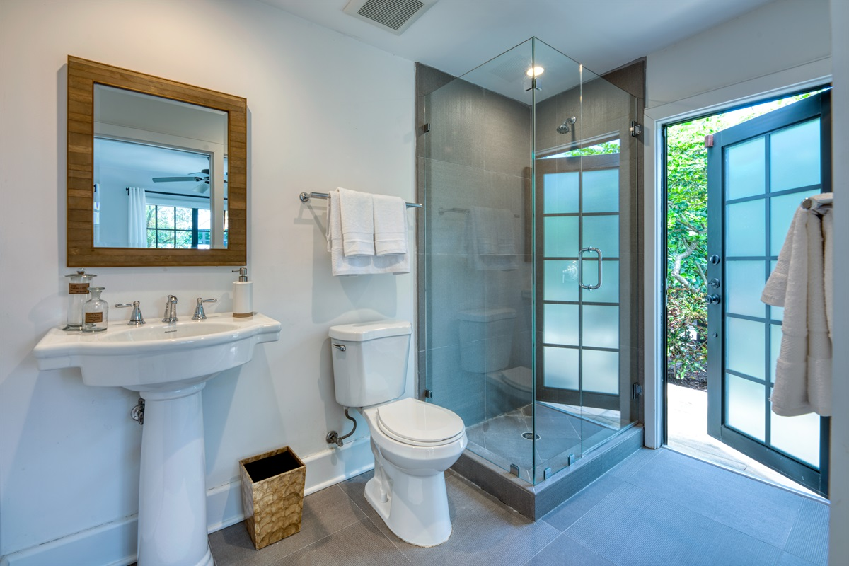 Enjoy some privacy from the main house. The Pool House features a Queen sized bed with Smart App TV and cable. En-suite bathroom with large step-in shower and plenty of closet space! Direct panaramic views of the pool with calming sounds of the fountain.