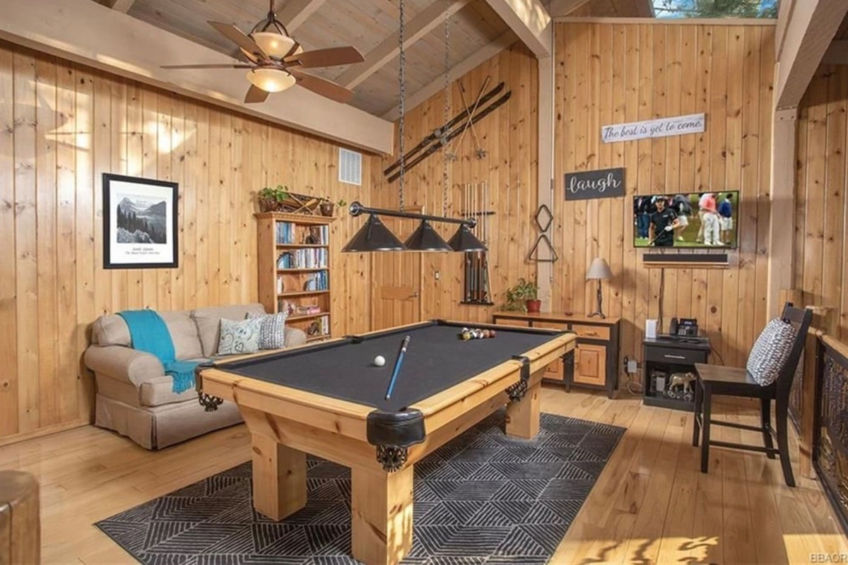 Loft Game Room: The pool table is a fun gathering place for friends and family!