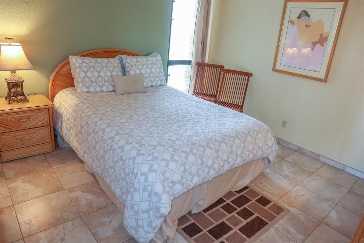 Comfortable Queen bed, luxury linens