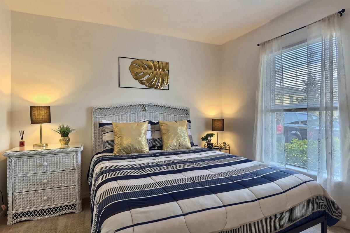 enSuite Queen bedroom - Downstairs