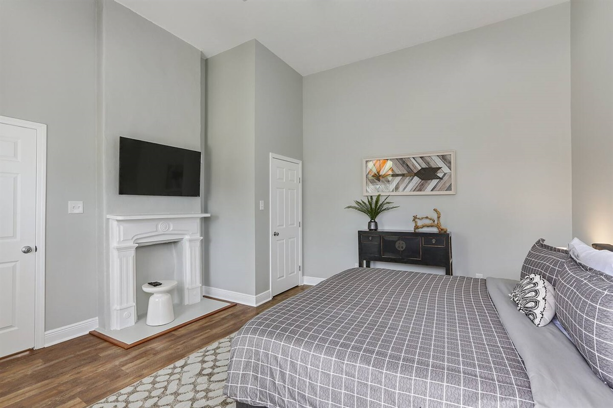 Bedroom 1. King bed. HDTV. Closet.