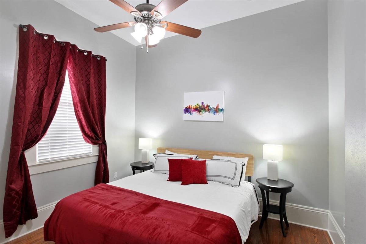 "Bedroom 3. 1 king bed. 39"" tv. Closet. Luggage rack."