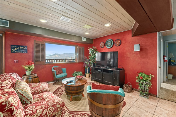 Entertainment Lounge on the lower level