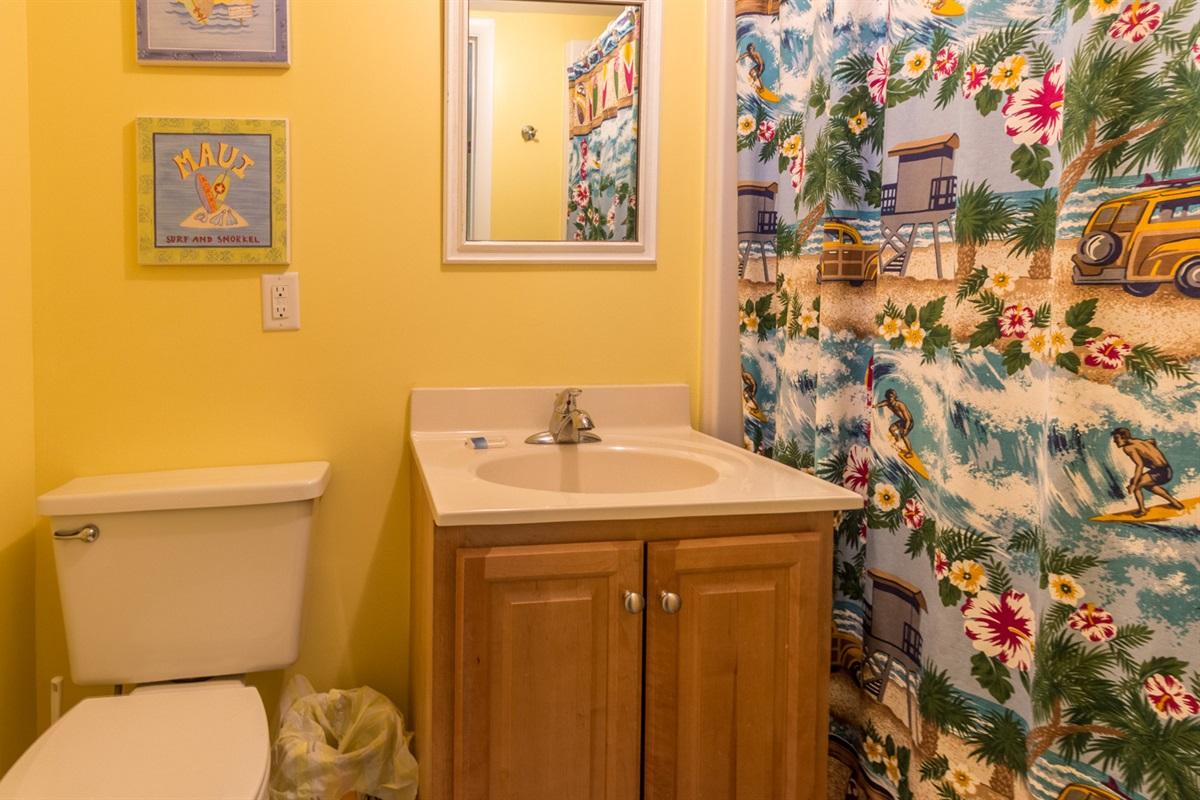 King guestroom bathroom