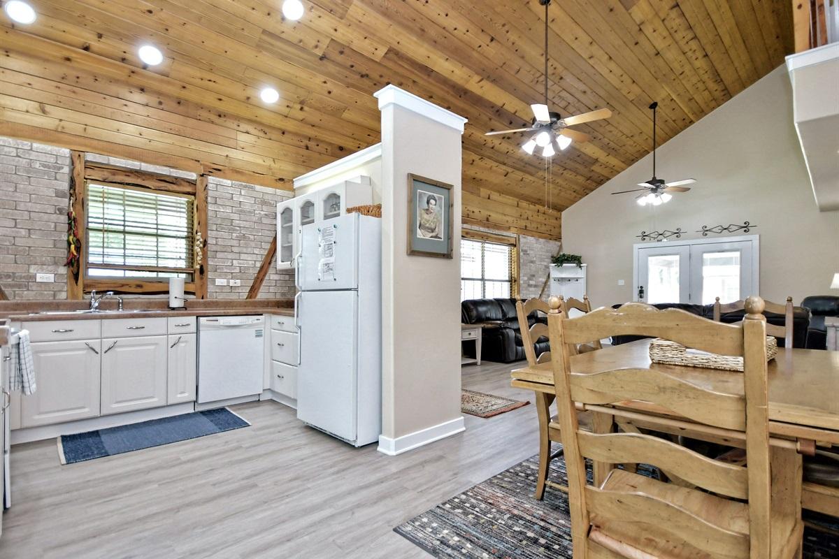 Oma Seidel Haus Kitchen, Dining & Living