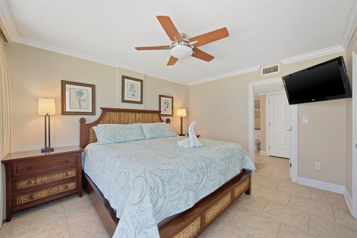Gulf Front Master Bedroom with King Size Bed
