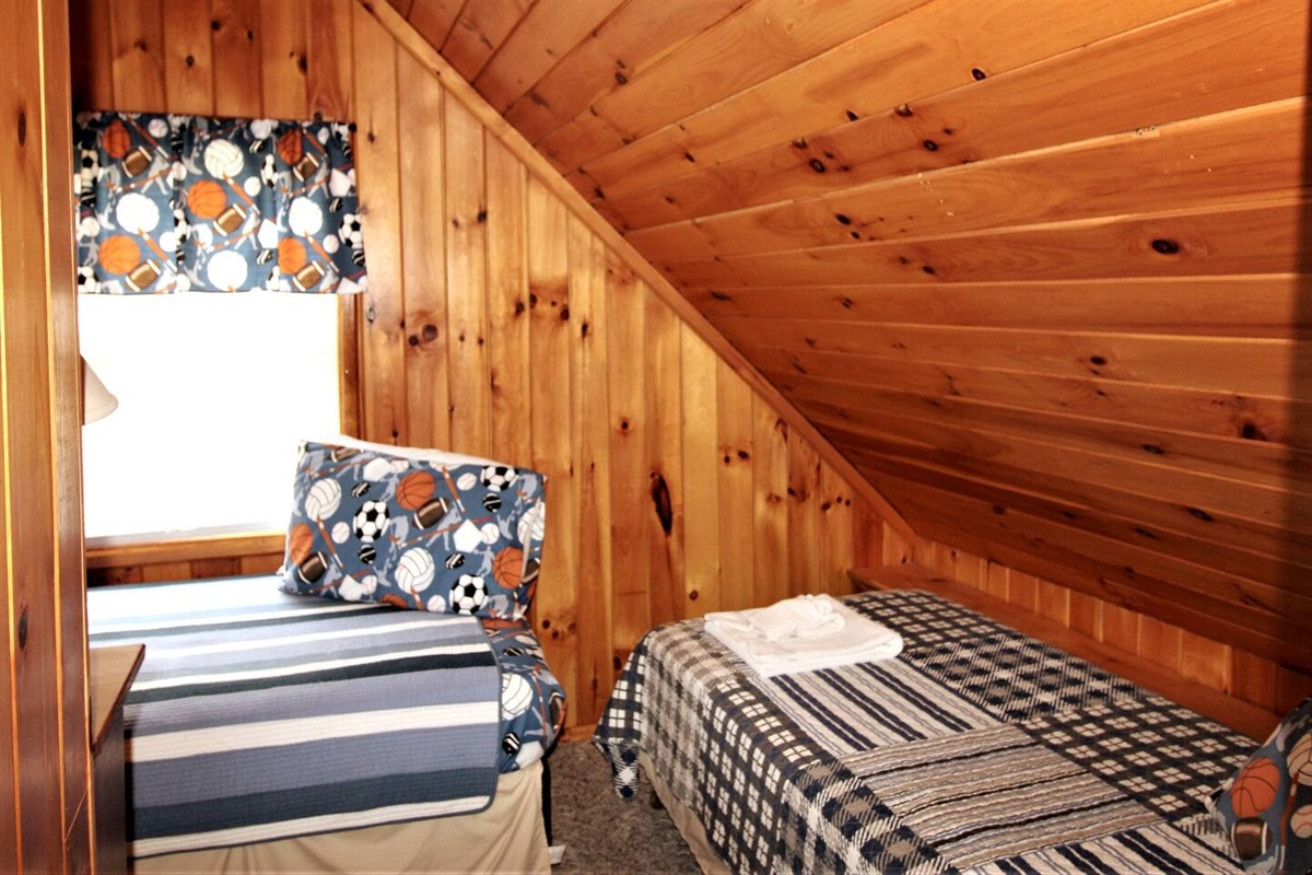 Bedroom #2 with 2 twin beds - upstairs