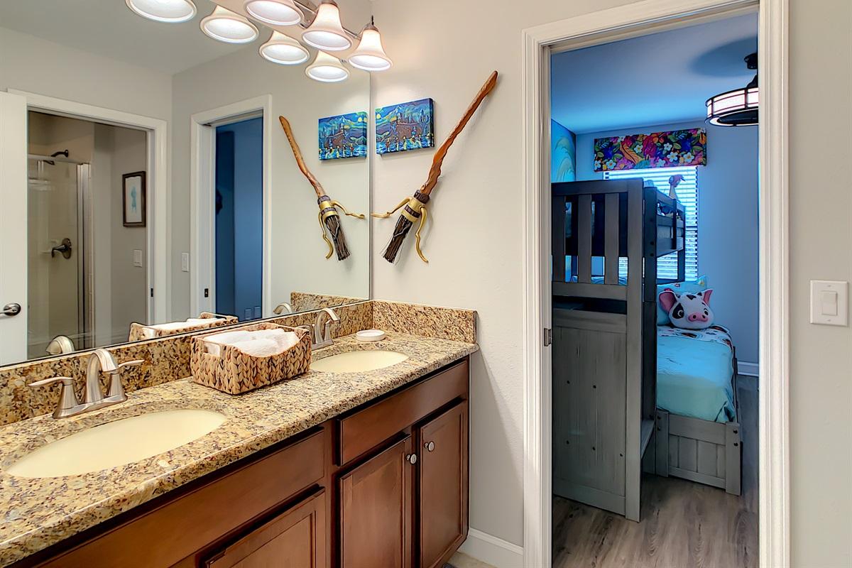 En Suite Bathroom Between Bedrooms 5 & 6