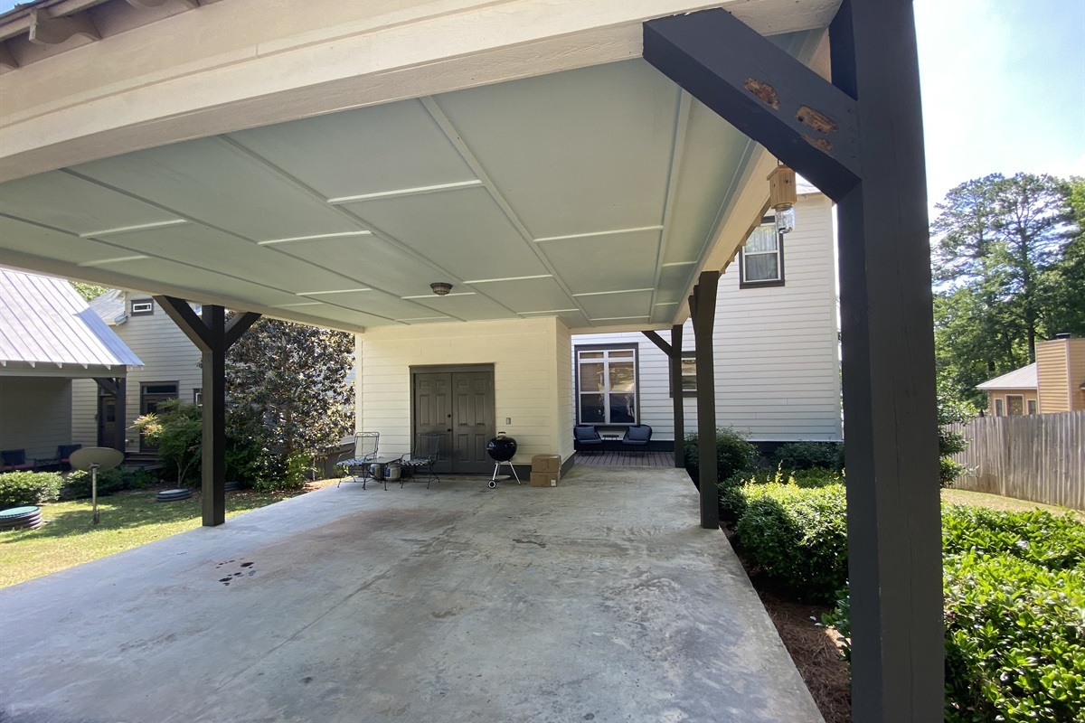 Carport Parking makes unloading easy peasy. (4 car max) Charcoal Grill will be here for use during your stay, but you will need to bring charcoal and lighter fluid.