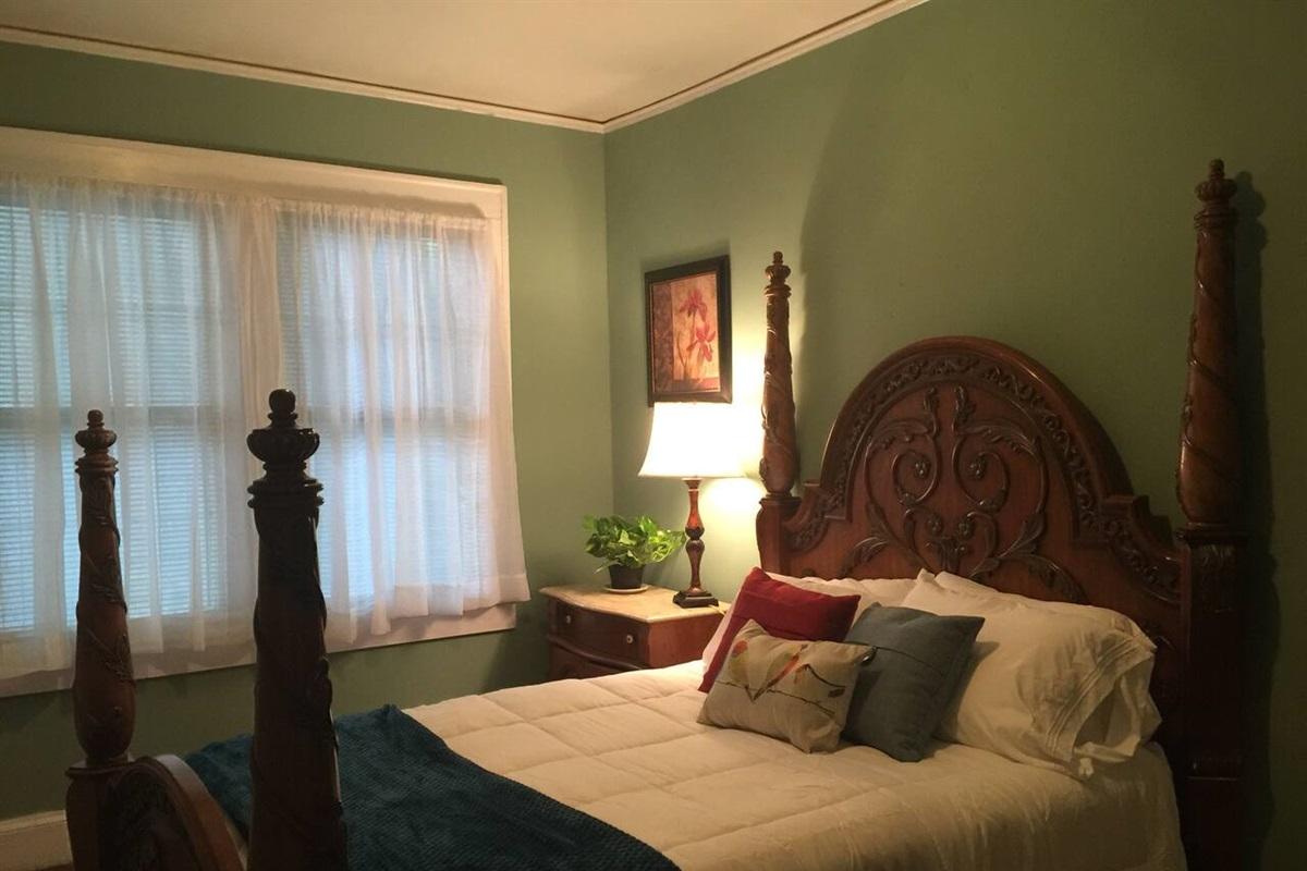 Bedroom 3 with queen bedroom suit