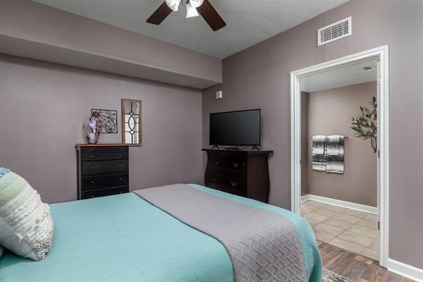 Guest Bedroom w/ Full Bath