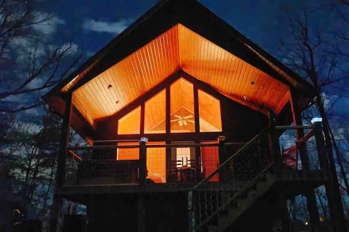 Night time at the cabin. Taken by guest (Jan 2021) - Thank you, Mike!  Come back soon.