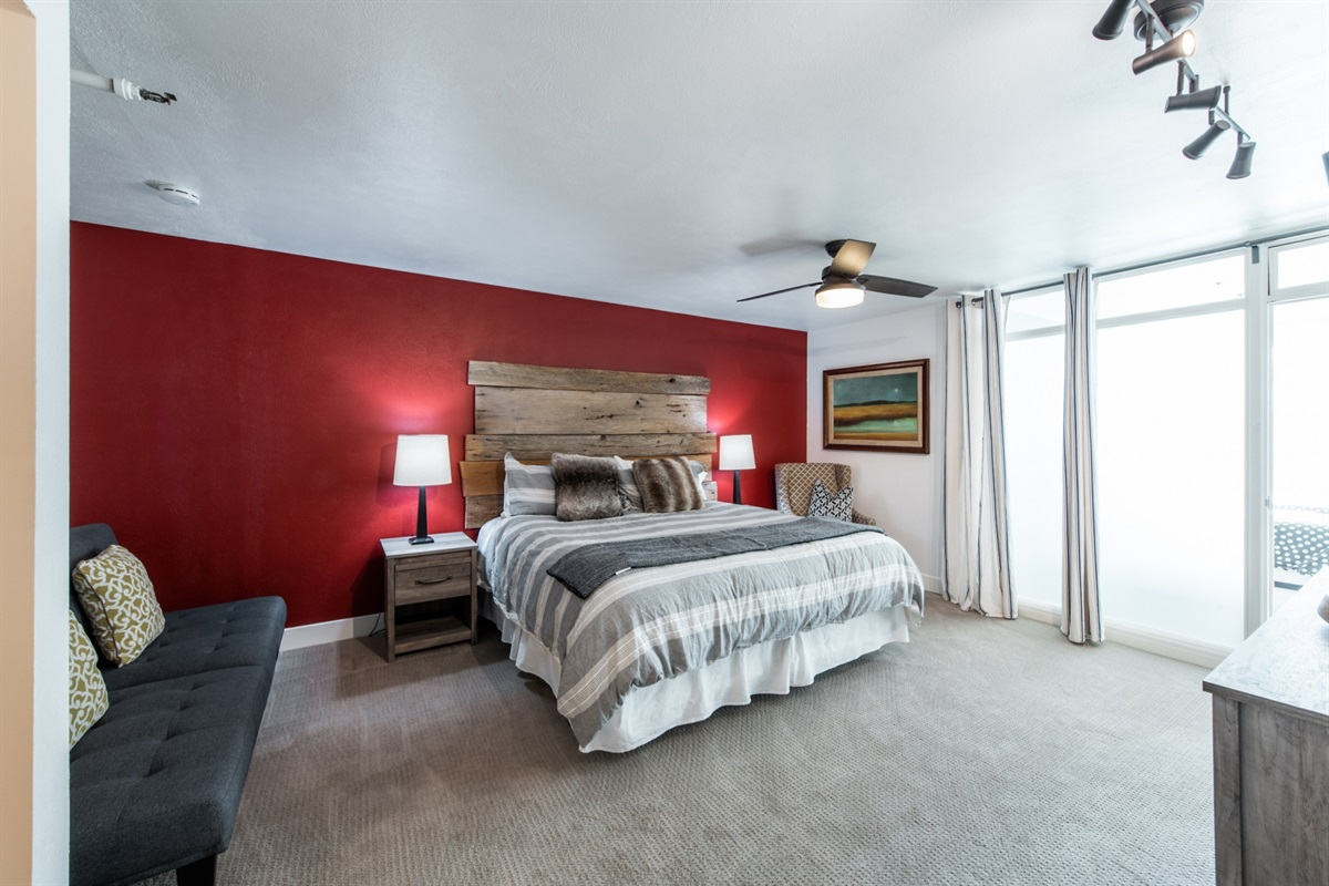 Master Suite.  King size bed with small double futon that will comfortably sleep one adult or 2 kids.  Ensuite bathroom with separate vanity area.  Cable TV.