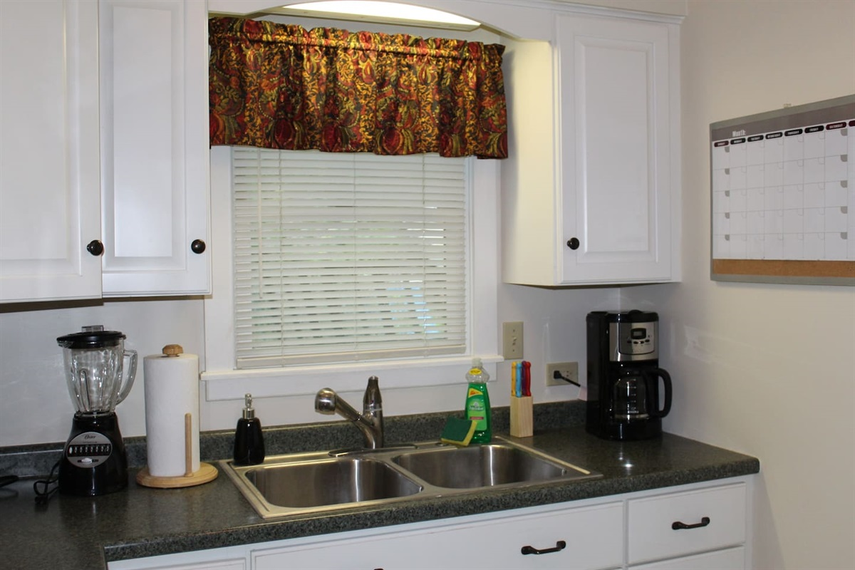 Main level fully equipped kitchen