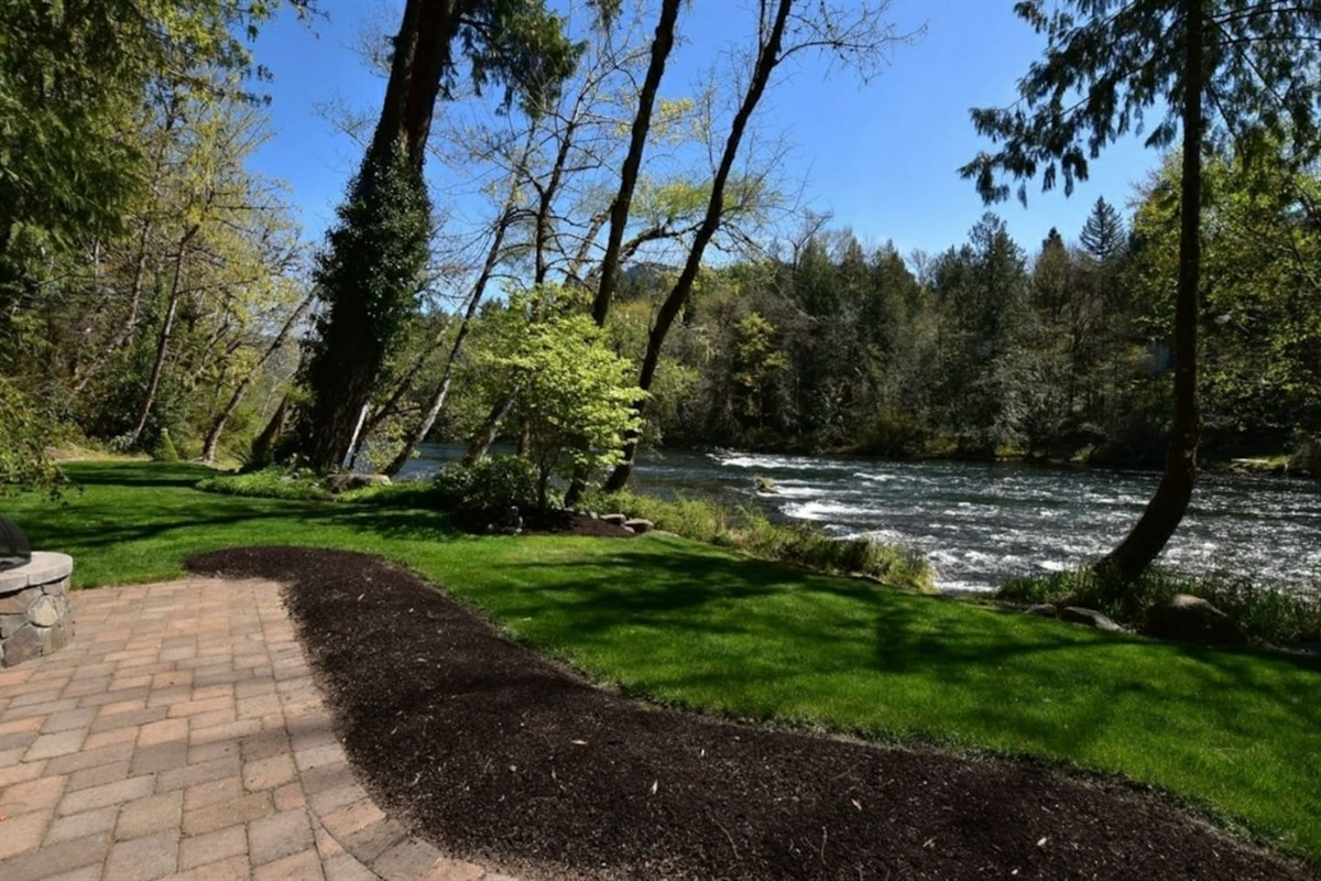 Amazing McKenzie River view and grass area for kids and families to relax and play.