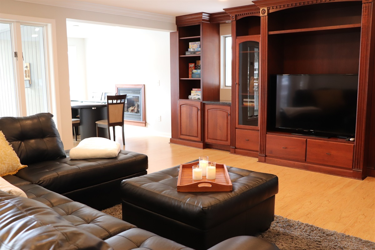 Play a board game, a round of blackjack or snuggle up in front of the large flat screen.