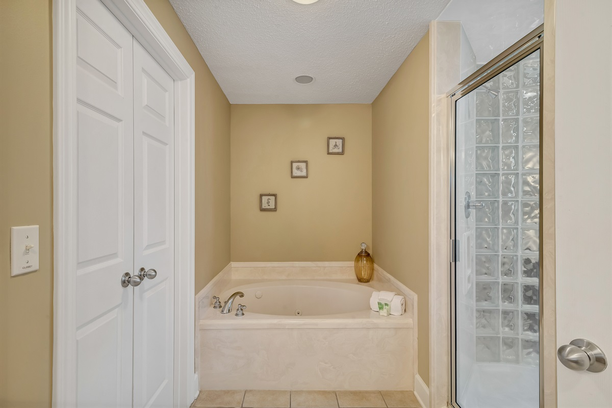 Spa-like Master Ensuite with Jetted Tub and Walk-in Shower