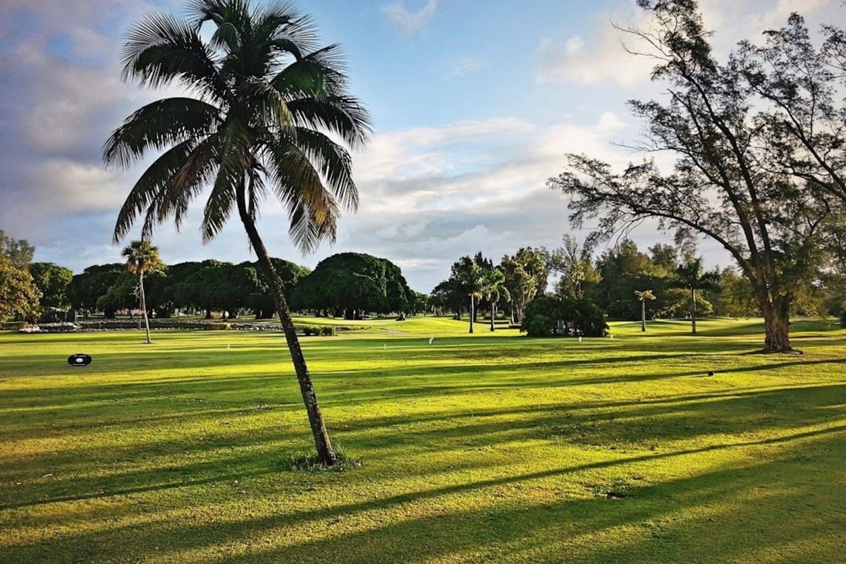The Hollywood Beach Golf Club, walking distance or 3 minutes drive.