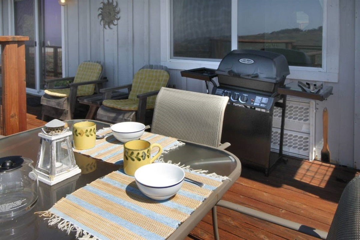 River Sea Cottage Deck Dining & BBQ