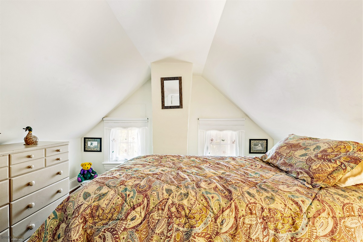 3rd Floor-Twin Bedroom