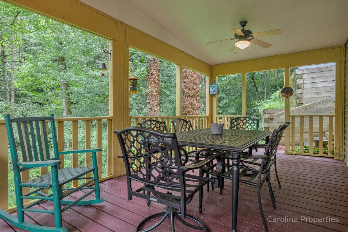 Dining table outside with seating for 6