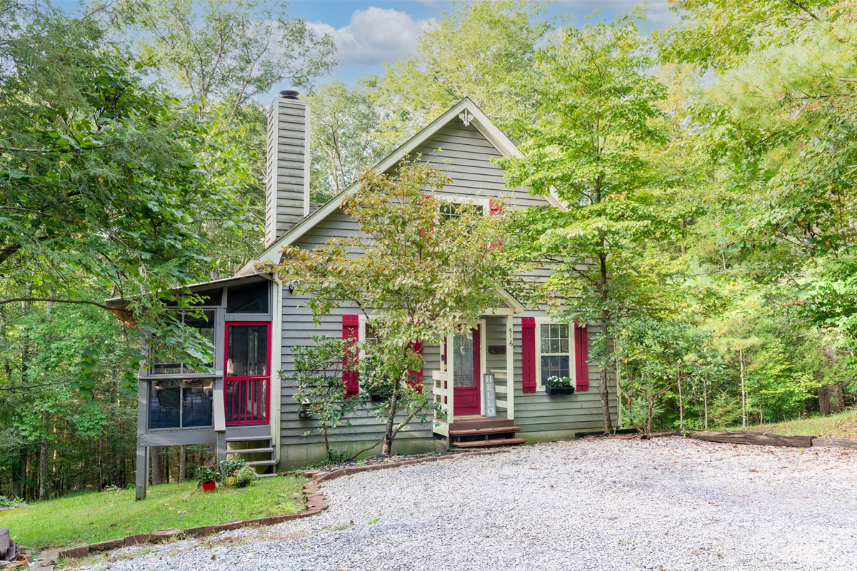 Clearwater Forest Retreat is located minutes from Cades Cove in beautiful Laurel Valley, Townsend