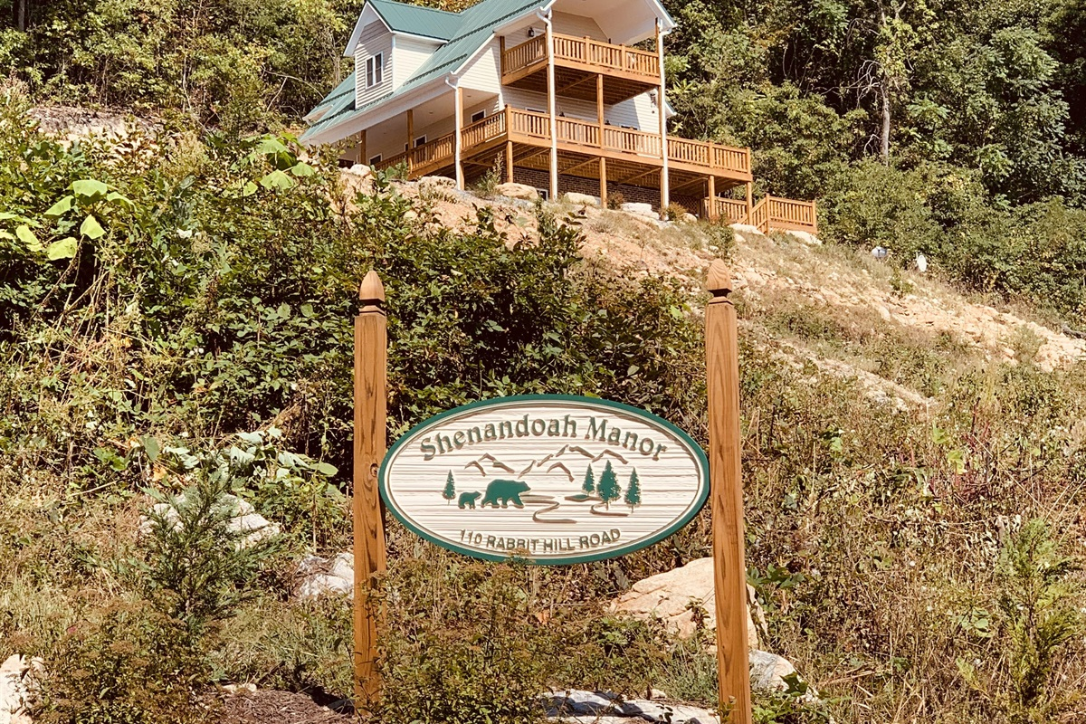 Shenandoah Manor, custom purpose-built vacation rental lodge
