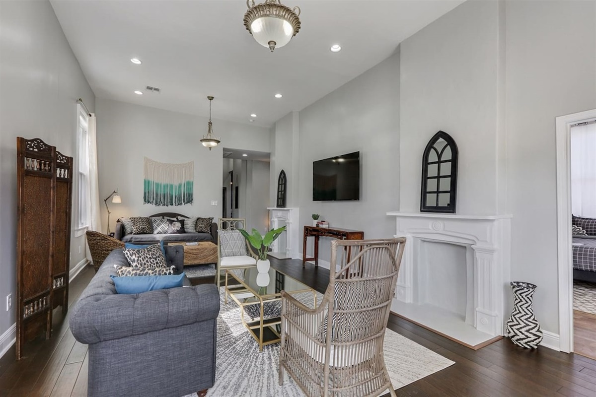 """Double parlor living room. 70"""" tv. Space for your entire group to unwind or get started!"""