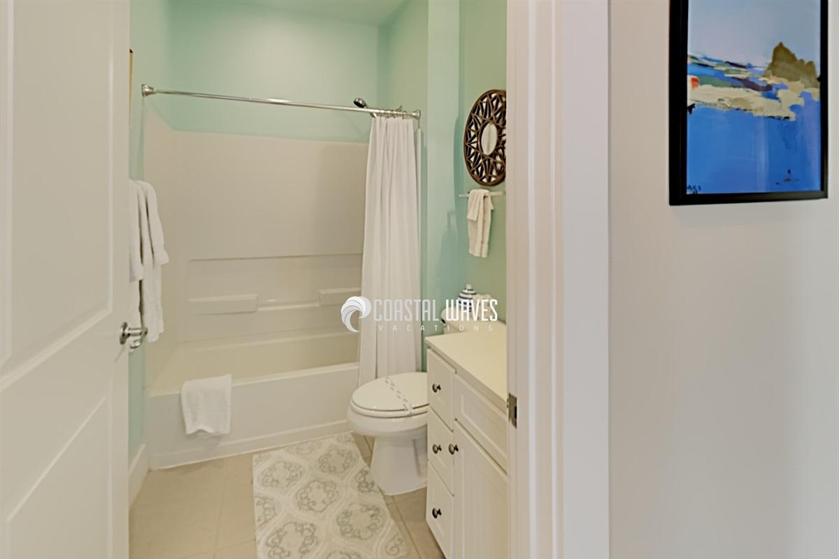 Shared shower/tub combo bathroom