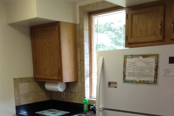 Dishwasher and full size refrigerator with automatic ice maker provide the comforts of home