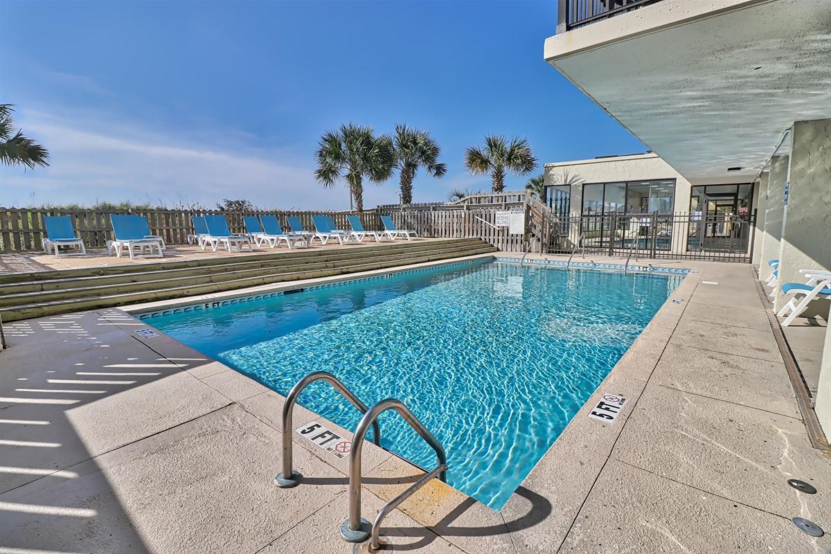 outdoor pool / sun deck