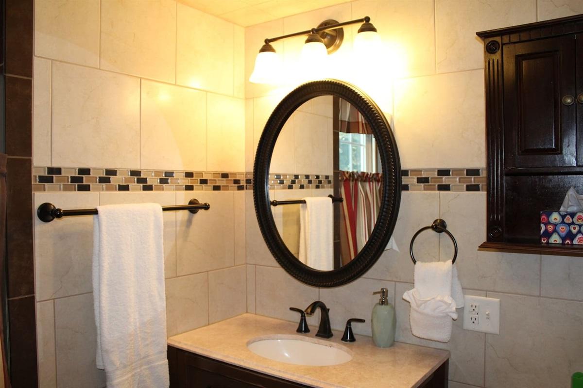En suite full bathroom for Bedroom #4