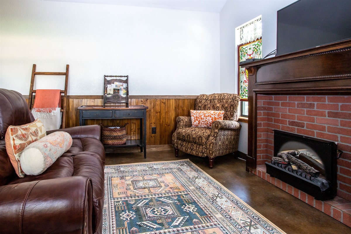 Living Room w/Smart TV & Electric Fireplace
