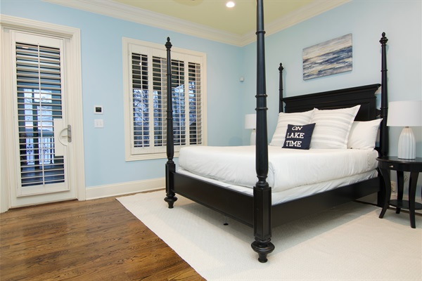 2nd floor bedroom with queen bed leads to screened porch overlooking the lake