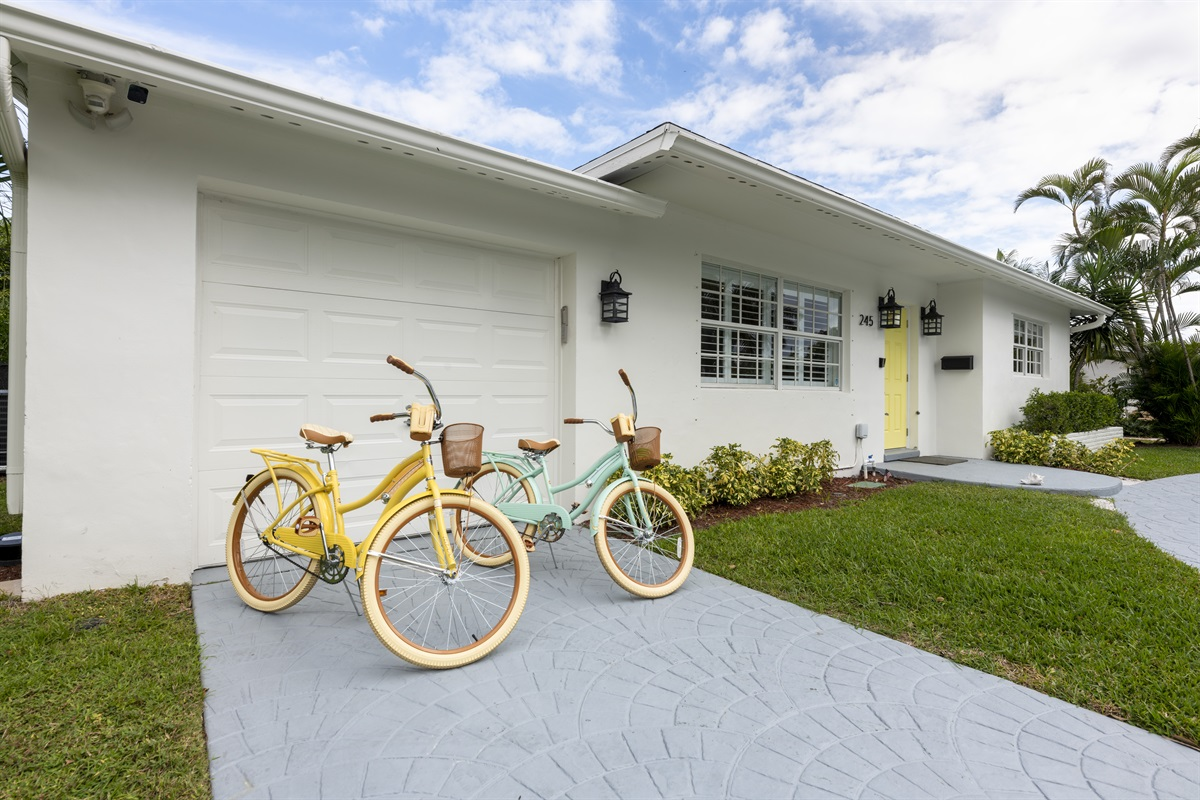Welcome to our unique Villa!  This home is the perfect 6 sleeper family home! 3 Bed 2 Bath home in the prestine SoSo neighborhood. 2 Huffy bikes are available for guests. Close to restaurants & shopping!