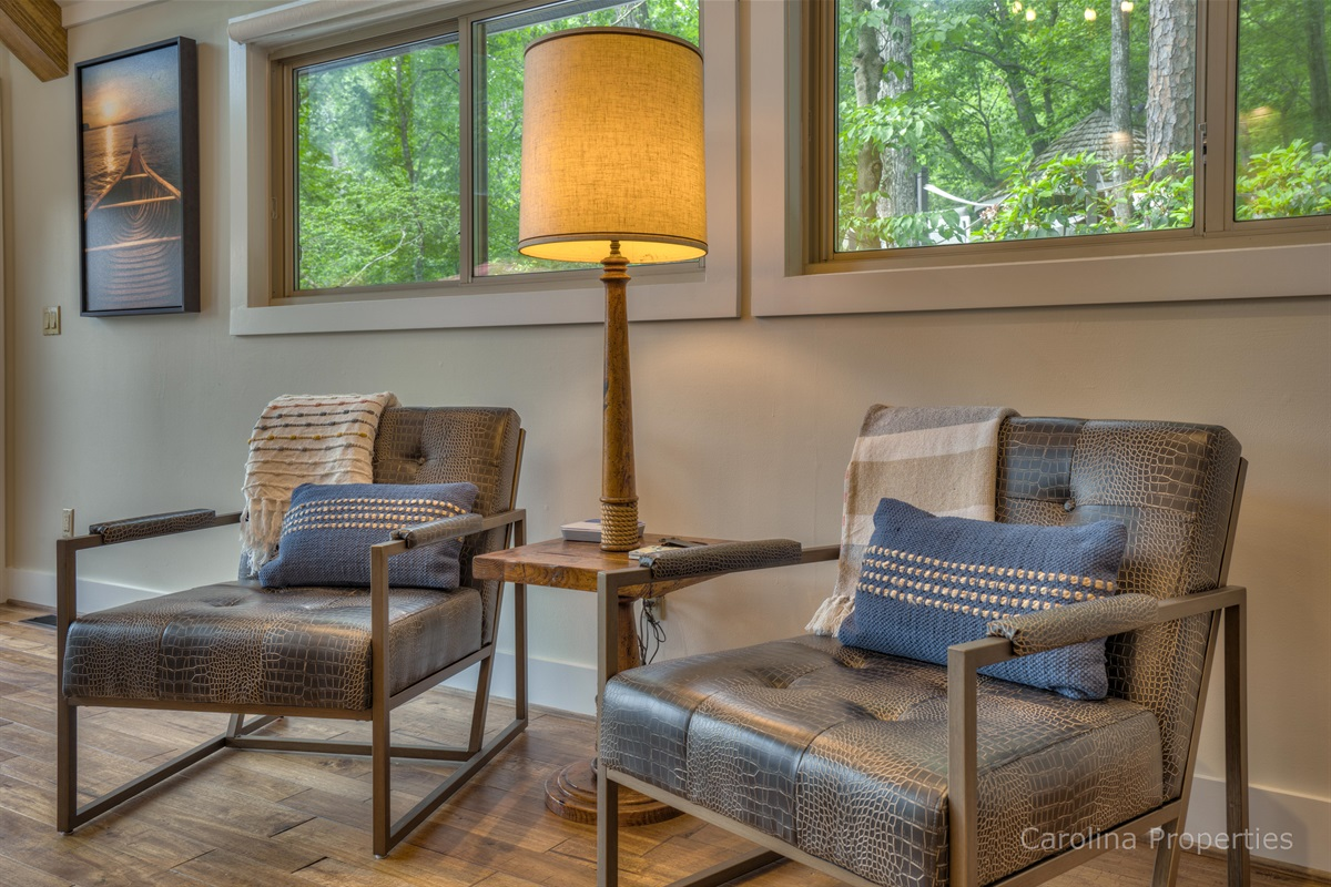Many options of seating in the living room