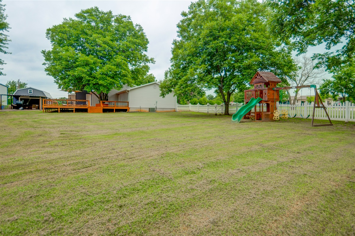 Great yard includes play equipment for the kiddos