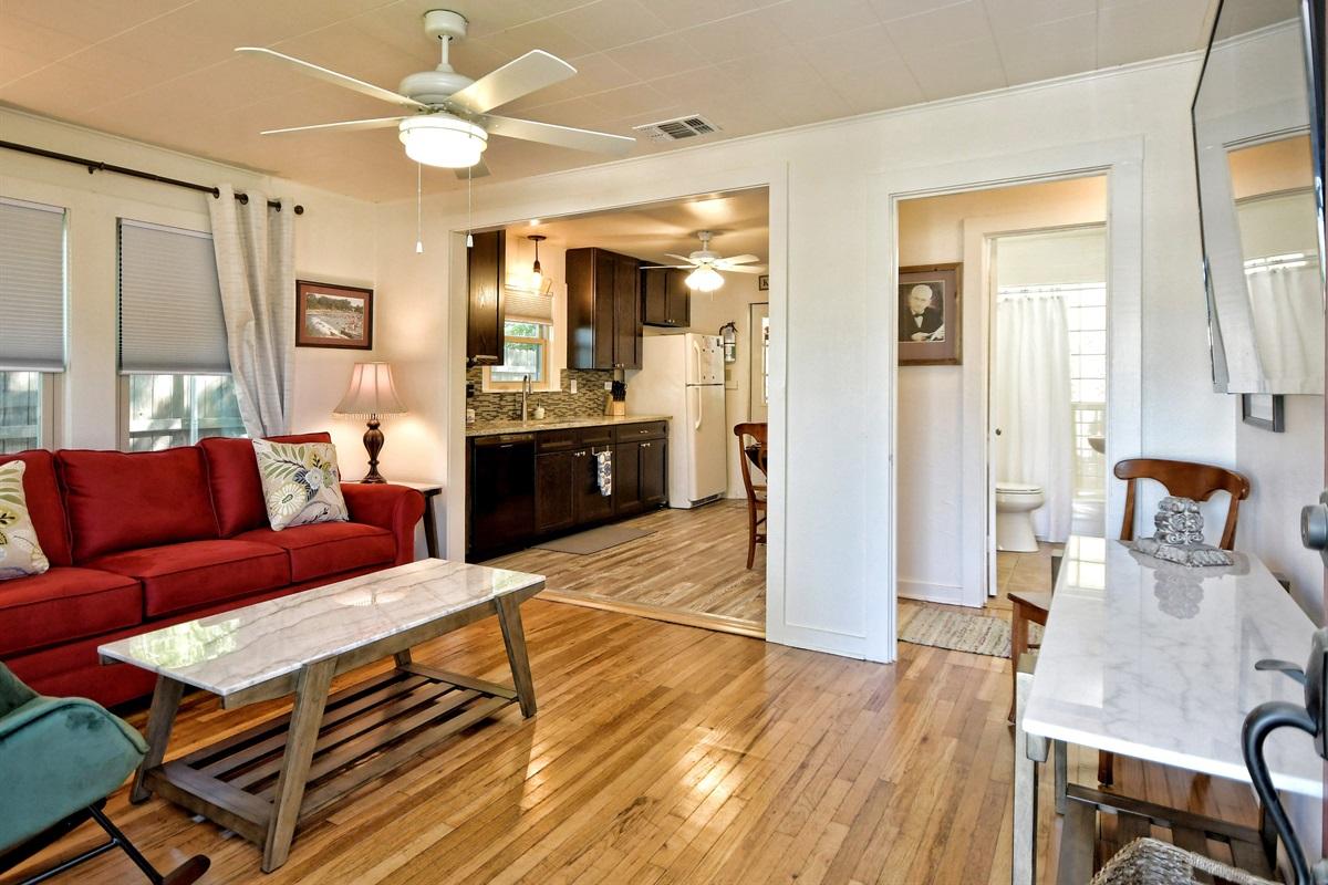 Opa Seidel Haus Living Room & Kitchen
