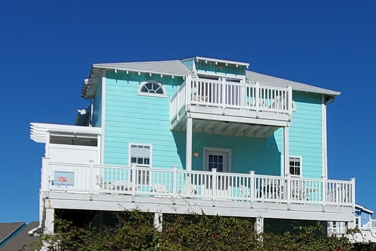 Decks have ocean and pool views.
