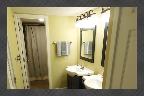 Remodeled Master Bath w/New Vanities, separate Powder Room and walk in closet
