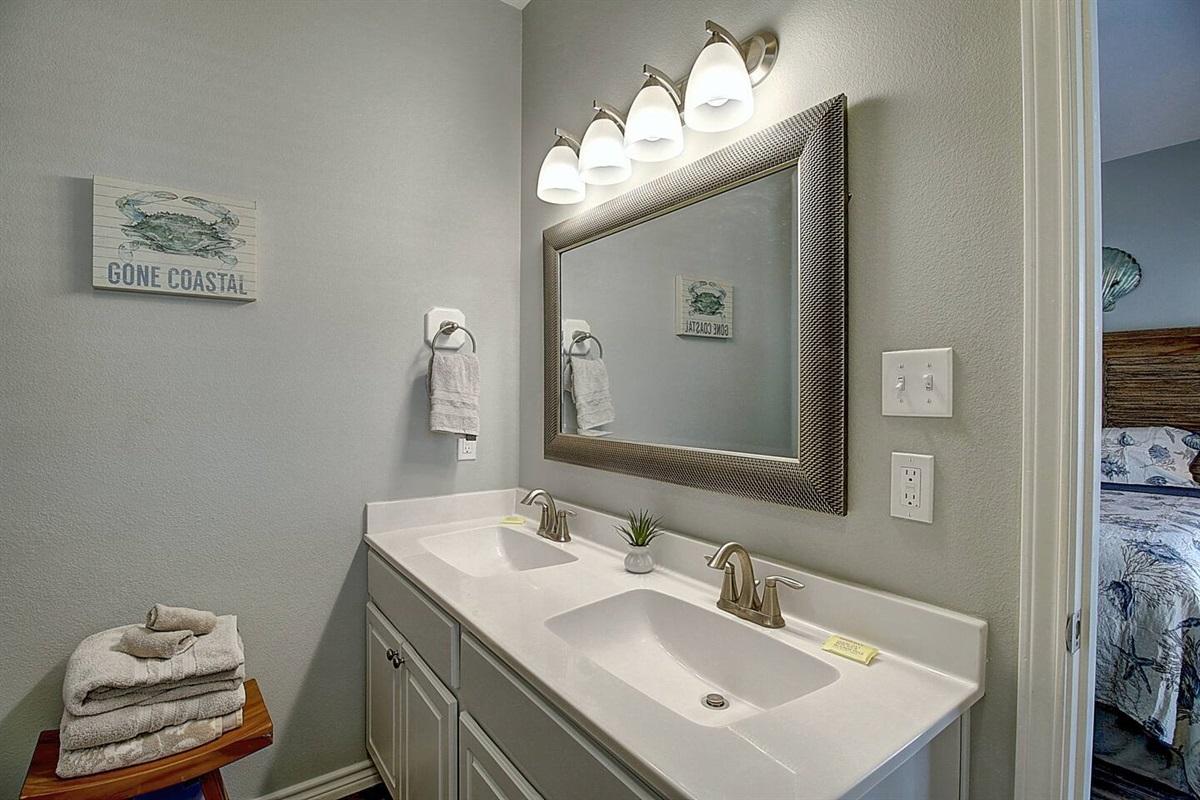 2nd Floor King Bedroom - Private Bathroom
