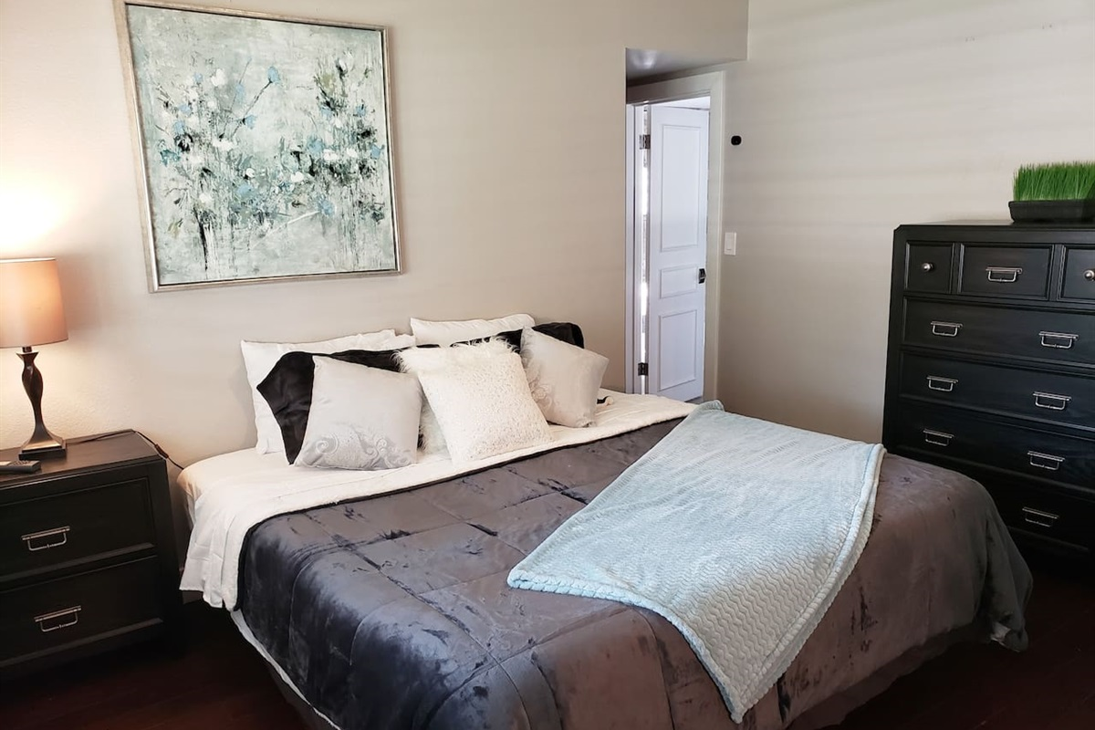 Main House - Bedroom 3 In suite Bathroom 2 Twin xls or 1 King bed.  Let us know how you would like it!